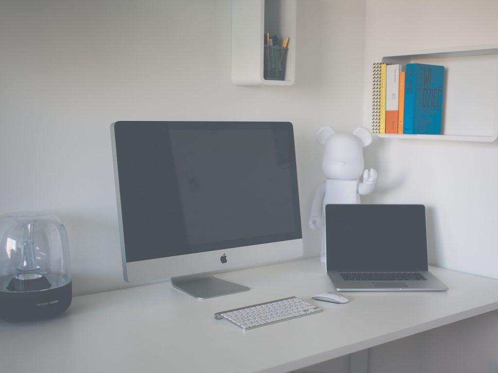 Kleinen Computertisch selber bauen auf baumarktblog24.de