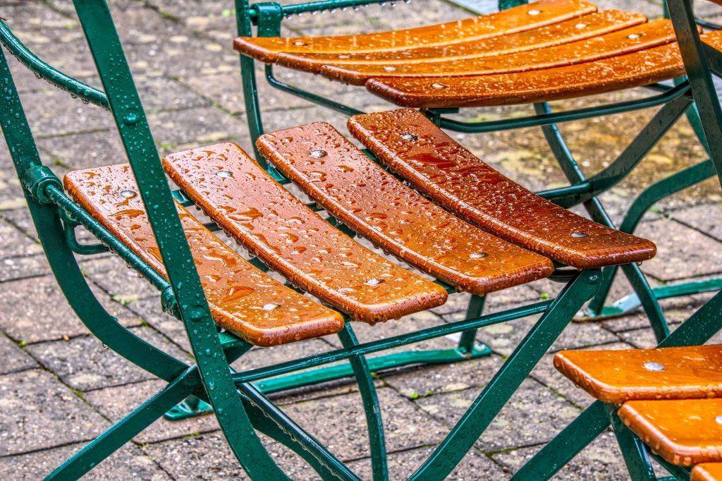Gartenmöbel aus Holz stabil und leicht auf baumarktblog24.de