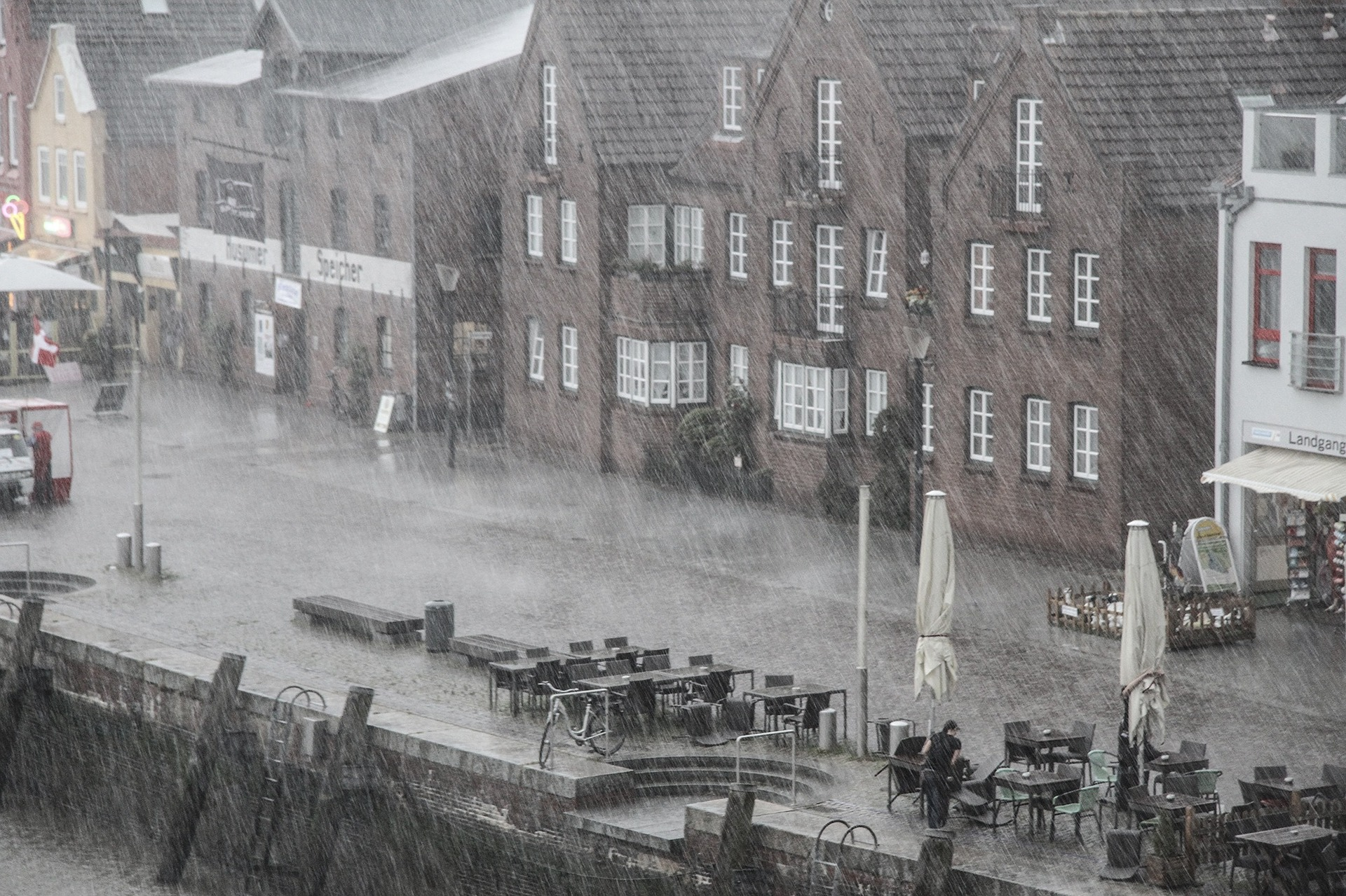 Die Rückstauklappe im Regenwasserkanal auf baumarktblog24.de